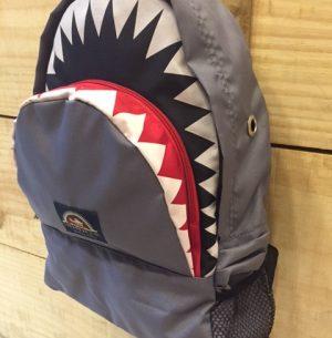 SK105-1 Mochila Tubarão